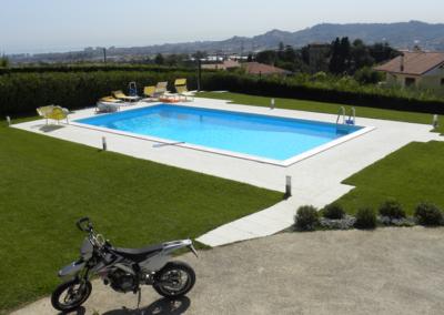 piscina-circondato-dal-verde