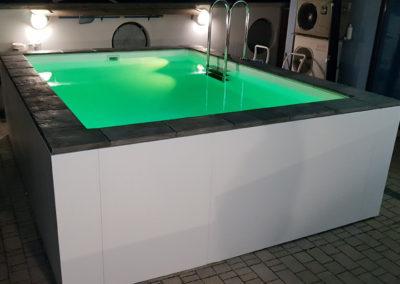 piscina-con-illuminazione-verde
