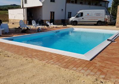 piscina-con-mattoni-e-sabbia