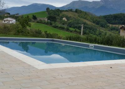 piscina-con-paesaggio