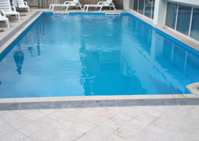 piscina-con-sedie