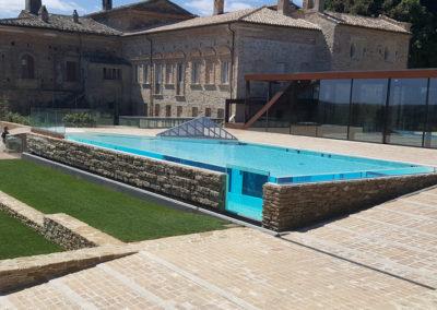 piscina-con-supporto-di-mattoni