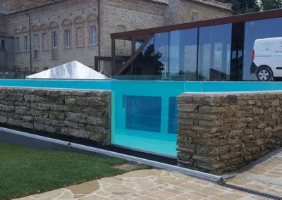 piscina-con-supporto-in-mattoni-nel-dettaglio