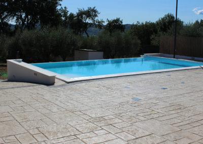 piscina-rilassante-con-paesaggio